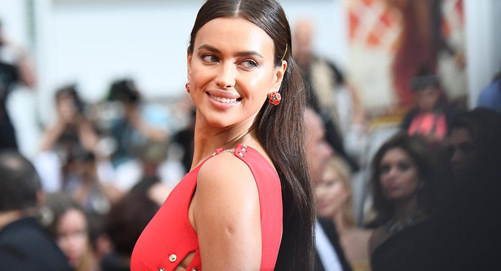 La modelo Irina Shayk en la alfombra roja del Festival de Cannes 2018