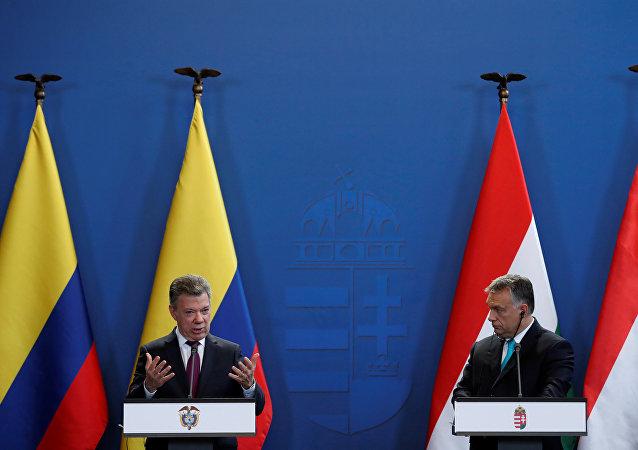 El presidente de Colombia, Juan Manuel Santos, y el primer ministro de Hungría, Viktor Orbán