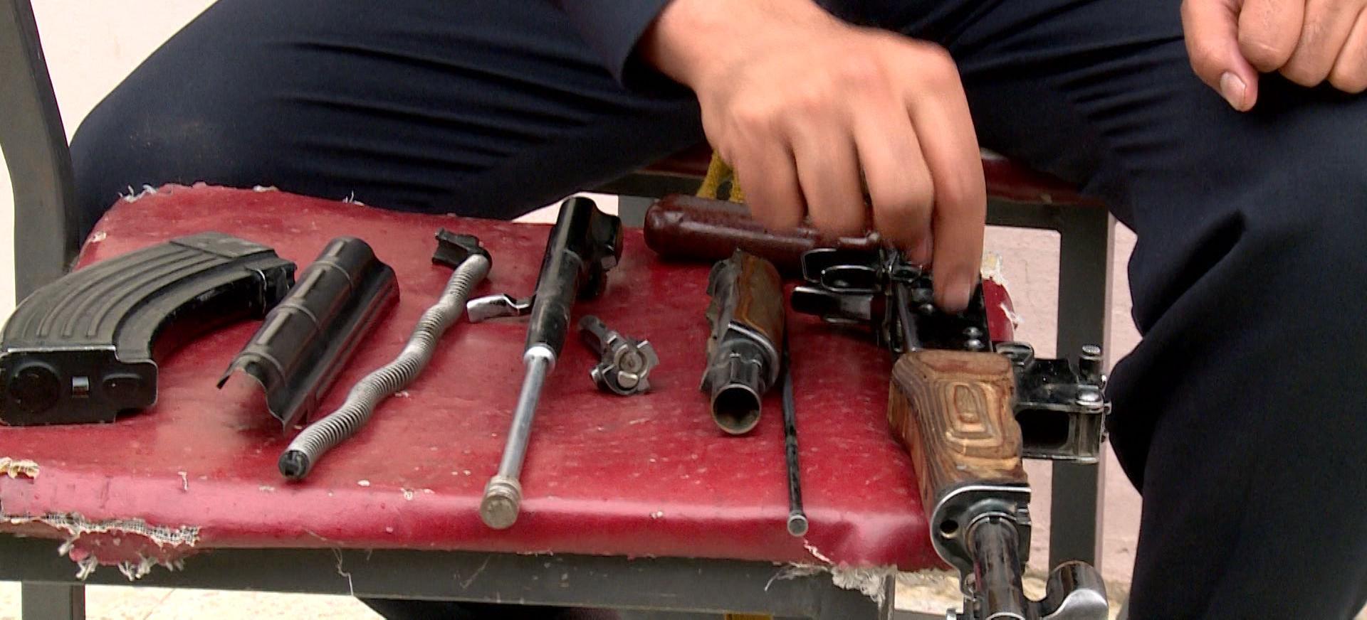 Los Kalashnikov son fáciles de usar y no fallan en el campo de batalla
