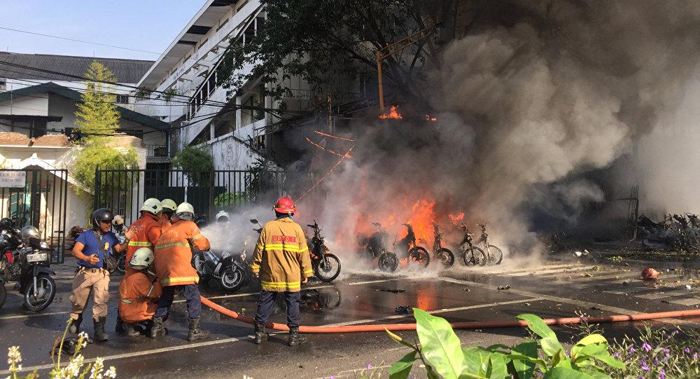 El lugar de la exploción en Surabaya, Indonesia