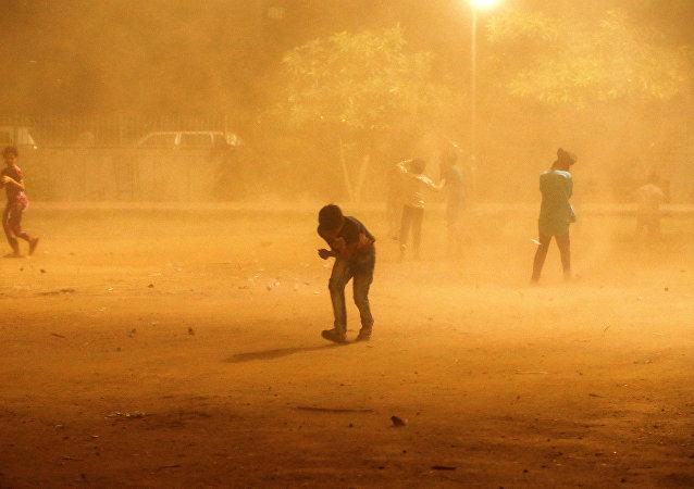 Una tormenta de arena en la India
