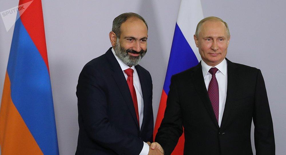El nuevo jefe del Gobierno armenio, Nikol Pashinián y Vladímir Putin, presidente de Rusia