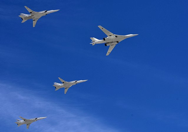 Un bombardero estratégico-portador de misiles Tu-160