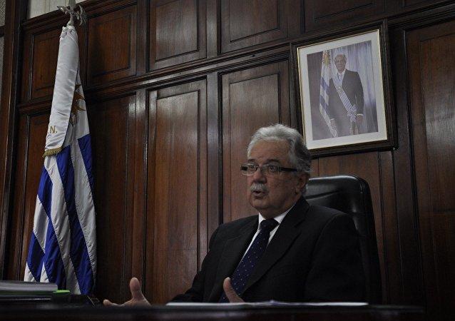 Jorge Menéndez, ministro uruguayo de Defensa