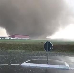 Un potente tornado destroza un pueblo en Alemania