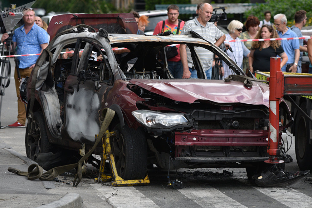 El coche del periodista Pável Sheremet en Kiev tras la explosión