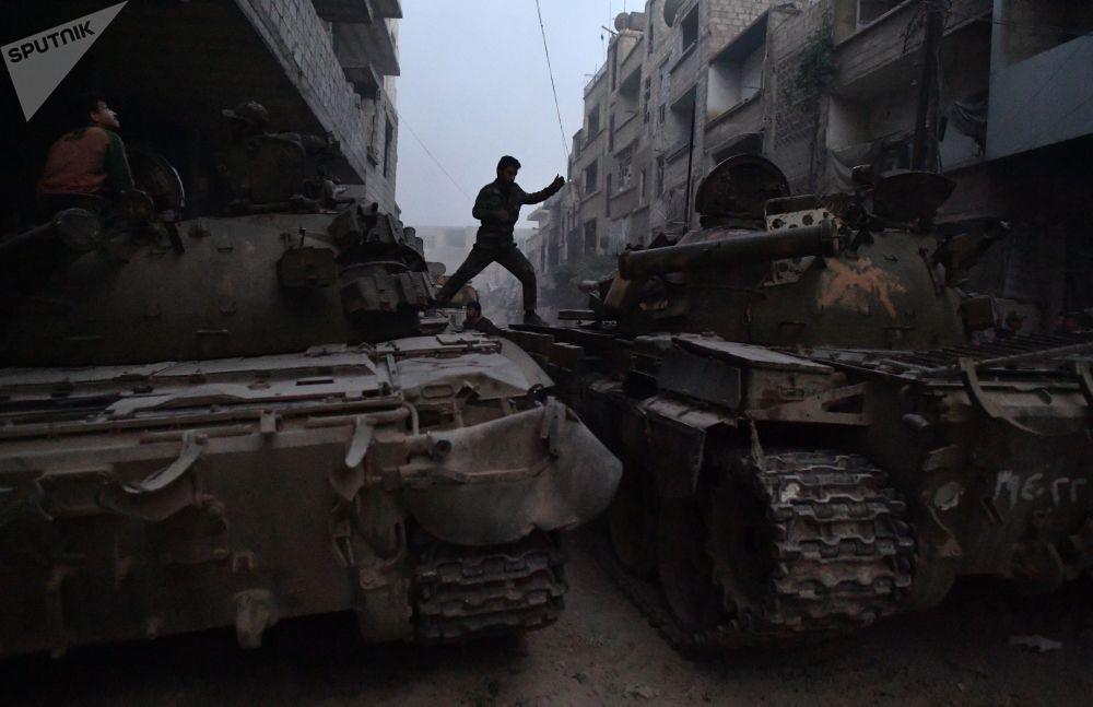Las Fuerzas Armadas de Siria asaltan las posiciones de los terroristas a las afueras de Damasco