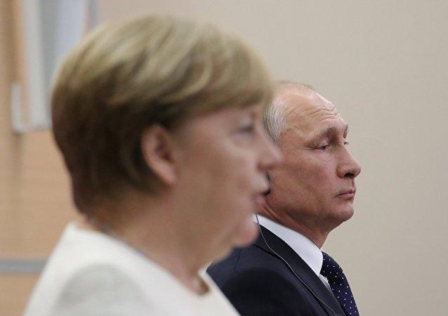 La canciller de Alemania, Angela Merkel, y el presidente de Rusia, Vladímir Putin