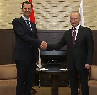 La cálida bienvenida a Rusia de Putin a Asad