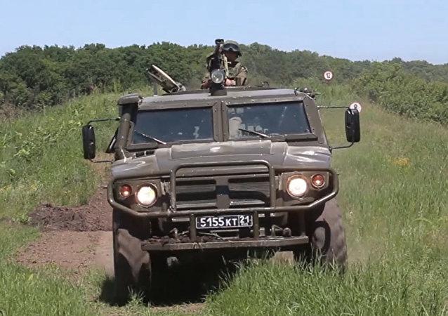 Novedoso automóvil blindado de Kamaz, en acción