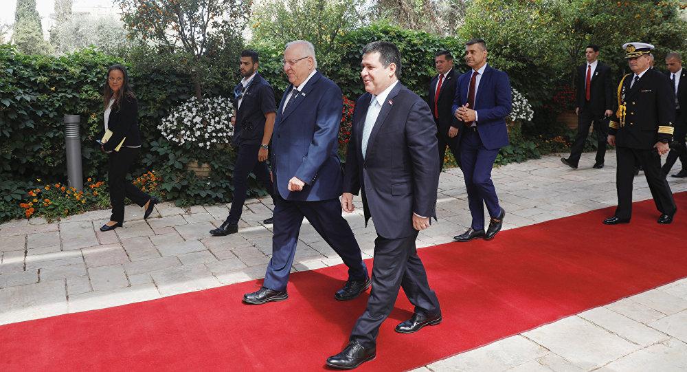 El presidente de Israel, Reuven Rivlin, y el presidente de Paraguay, Horacio Cartes, antes de la inauguración de la Embajada paraguaya en Jerusalén