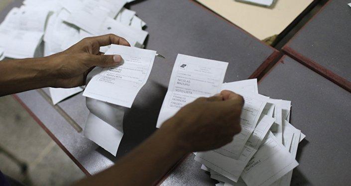 Escrutinio de votos después de las elecciones presidenciales en Venezuela