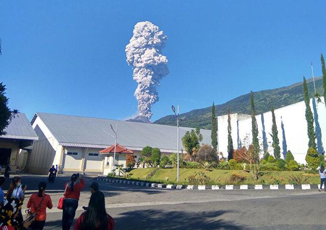 La erupción del volcán Monte Merapi en Indonesia