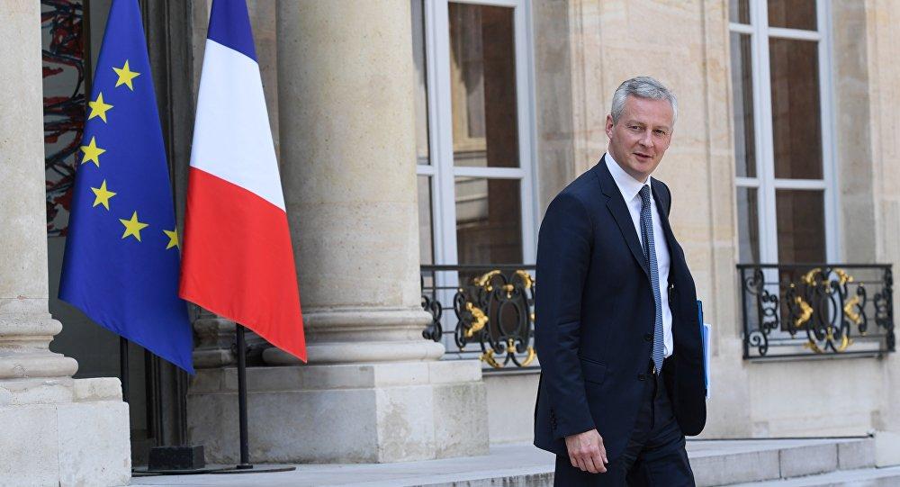 El ministro de Economía francés, Bruno Le Maire, deja el palacio presidencial del Elíseo