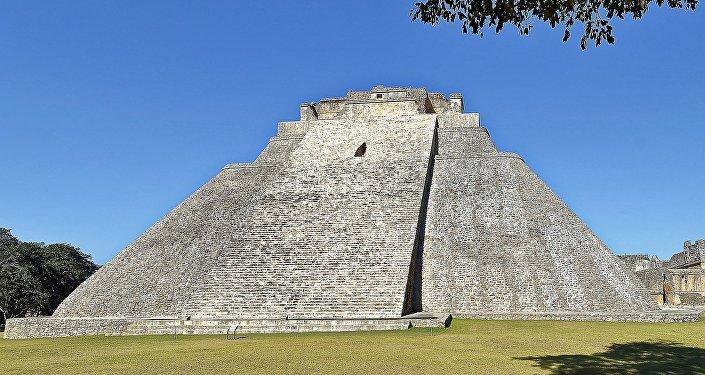 Pirámide del Adivino, Uxmal, México