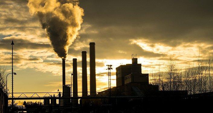 Chimenea de una fábrica (imagen referencial)