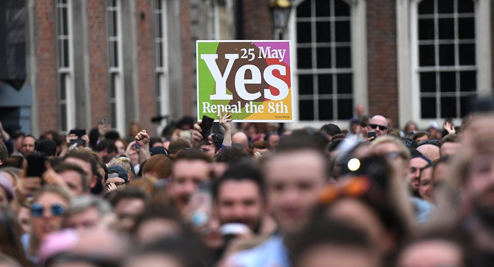 Los manifestantes celebran la legalización del aborto en Irlanda
