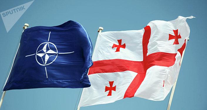 Banderas de la OTAN y Georgia