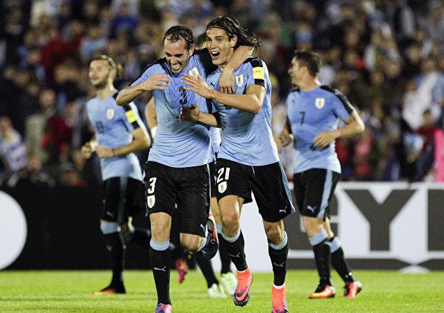 Edinson Cavani y capitán Diego Godín de la selección uruguaya de fútbol