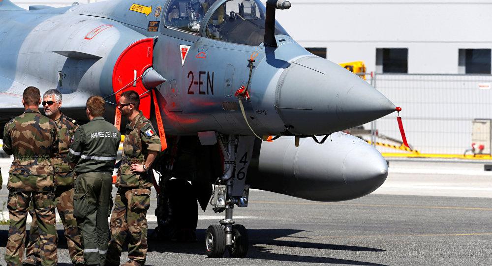 Militares franceses en una base militar de la OTAN
