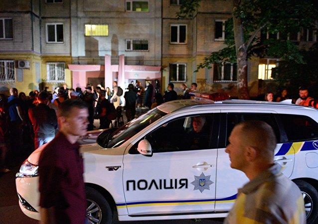 Policía ucraniana cerca del lugar del supuesto asesinato del periodista ruso Arkadi Bábchenko