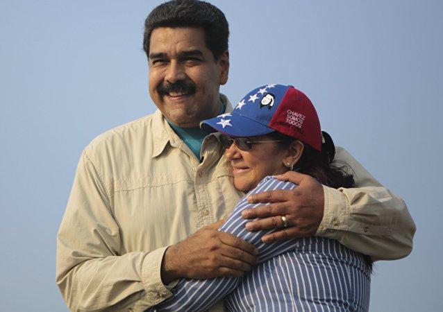 Presidente de Venezuela, Nicolás Maduro, con su esposa, Cilia Flores