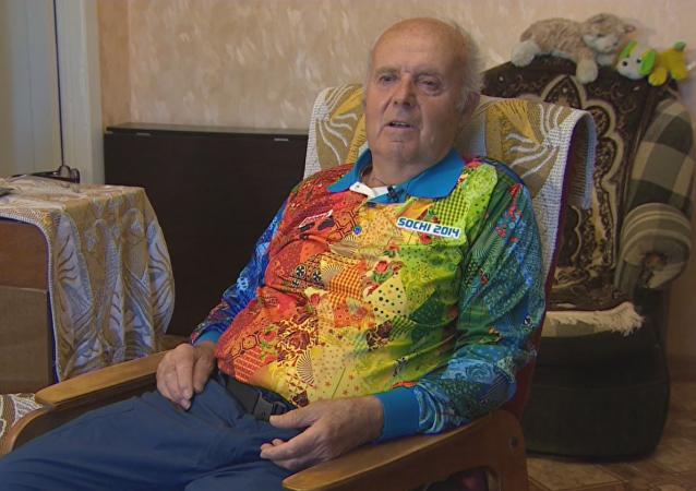 Nikolái Stepin, voluntario de 80 años