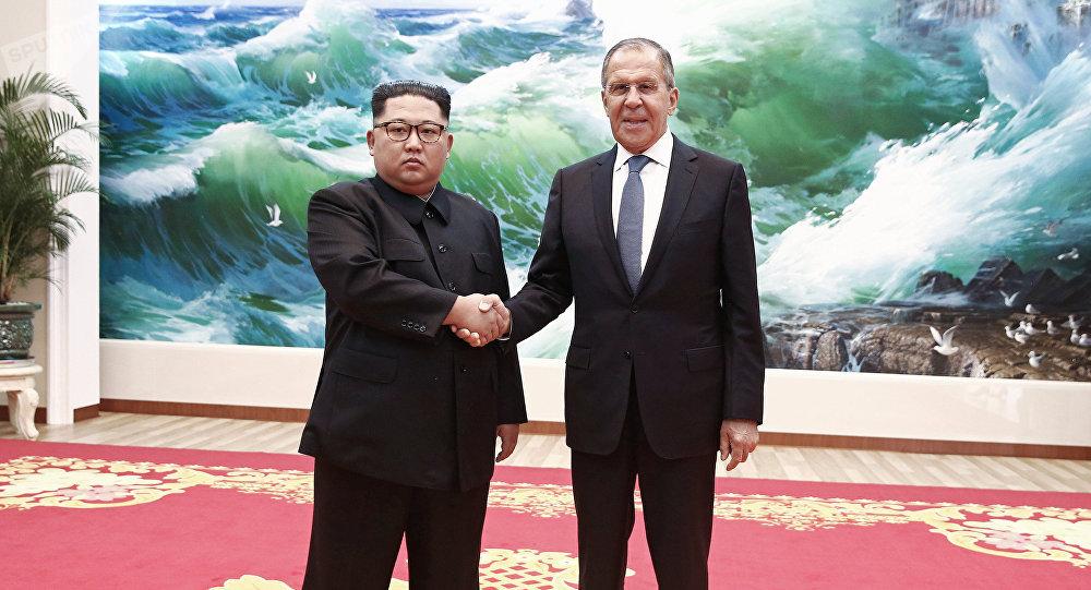 El ministro de Exteriores de Rusia, Serguéi Lavrov, se reunió en Pyongyang con el líder de Corea del Norte, Kim Jong-un (imagen referencial)