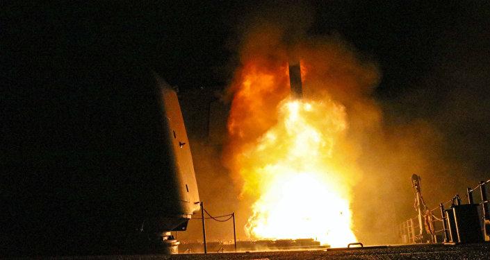 Lanzamiento de un misil estadounidense Tomahawk contra Siria (archivo)
