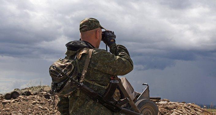 Un militar en Donbás (archivo)