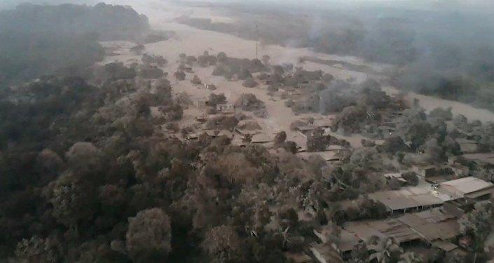 El devastador volcán de Fuego que arrasa todo a su paso en Guatemala