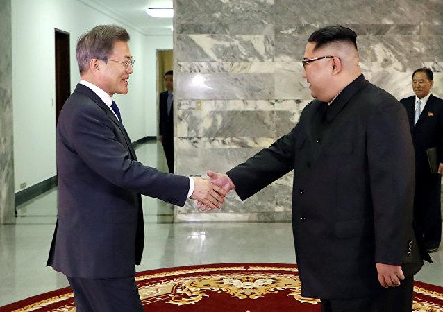 Presidente de Corea del Sur, Moon Jae-in, y líder de Corea del Norte, Kim Jong-un