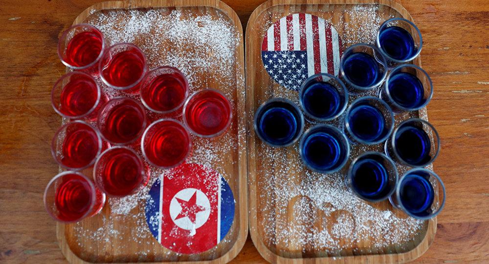 Las bebidas con las banderas de Corea del Norte y EEUU (imagen referencial)