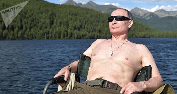 Vladímir Putin durante las vacaciones en la República Tuvá de Rusia en 2017