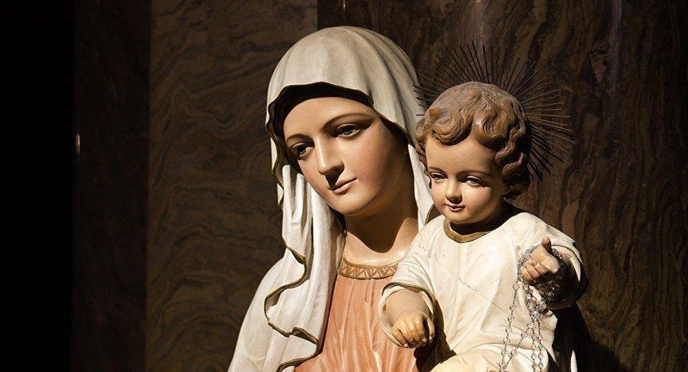 Una estatua de la Virgen María con Jesús (imagen referencial)
