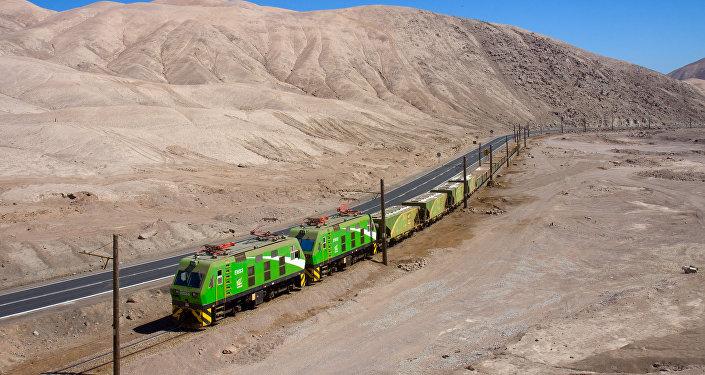 Tren de SQM llegando a Barriles, Chile