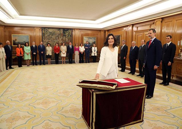 Ministra española de Sanidad, Carmen Montón, durante la toma de posesión del nuevo Gobierno