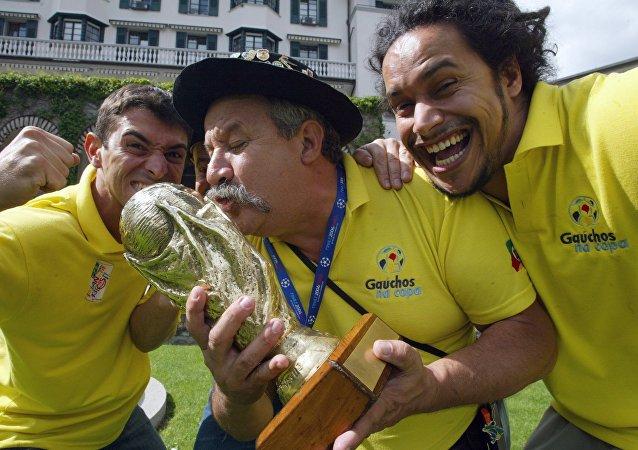 Fernando Falavigna Viana (izqd), Clovis Acosta Fernandes (centro) y Frank Damasceno Fernandes (drch)