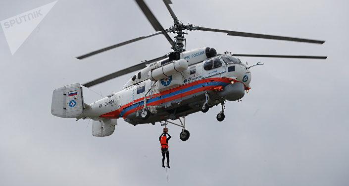 Ejercicios de demostración de los rescatistas rusos en el marco del XI salón Seguridad Integral, Rusia, 6 de junio de 2018