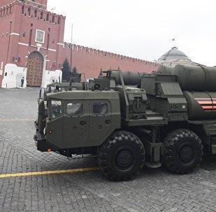 El sistema de misiles de defensa aérea S-400 Triumf (archivo)