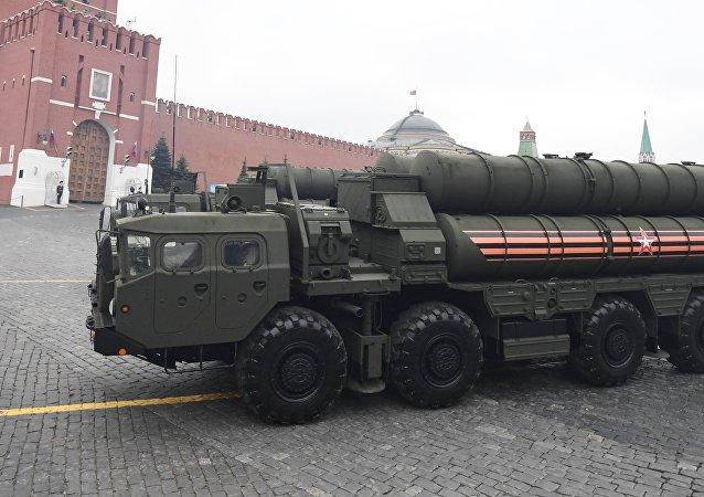 El sistema de misiles de defensa aérea S-400 Triumf