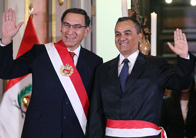 Martín Vizcarra, presidente de Perú, y Carlos Oliva, nuevo ministro de Economía y Finanzas