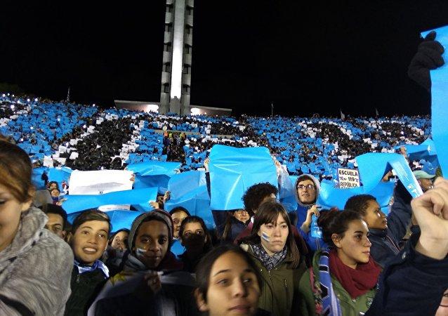 Alumnos del Liceo N°73 de Montevideo, Uruguay.