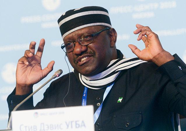El embajador de Nigeria en Rusia, Steve Davies Ugbah