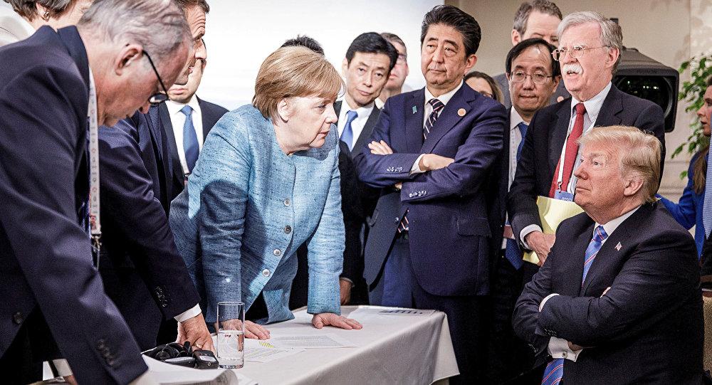 La canciller alemana, Angela Merkel, y el presidente estadounidense, Donald Trump, así como otros líderes mundiales participantes de la cumbre del G7