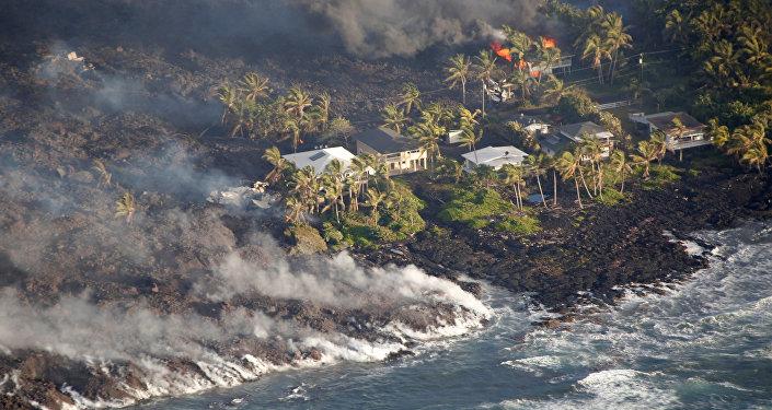 Lava surgida tras la erupción del volcán Kilauea en Hawái