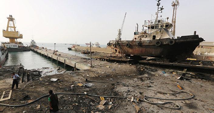 El puerto yemení de Al Hudaida tras un ataque aéreo de la coalición árabe en mayo de 2018