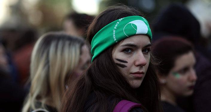 Manifestante a favor de la Ley de aborto en Argentina