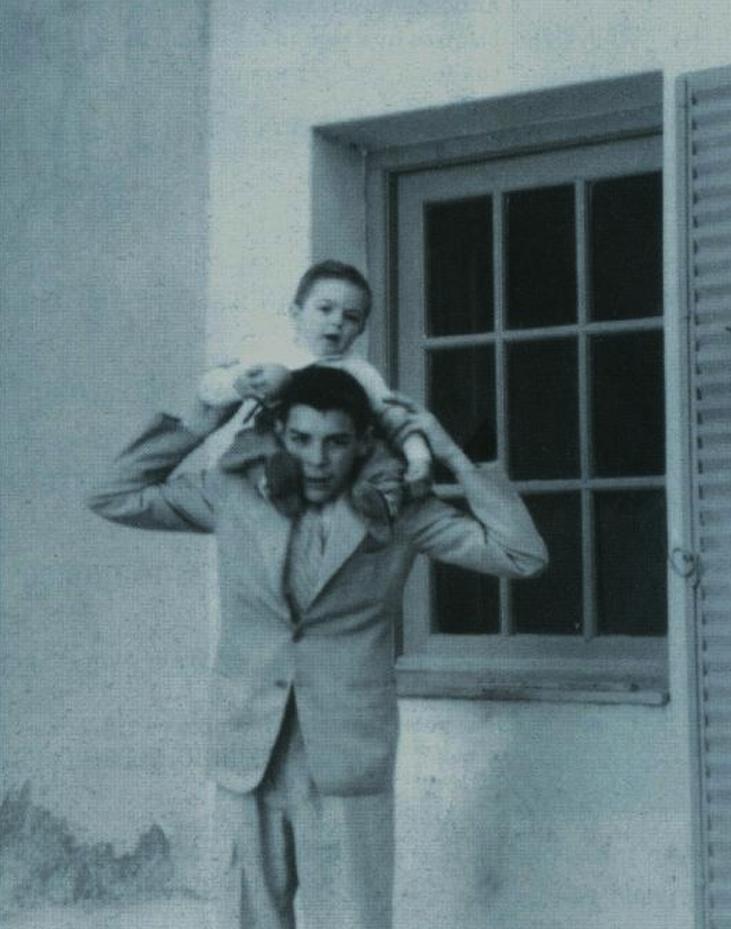 Ernesto Che Guevara junto a su hermano menor, Juan Martín Guevara