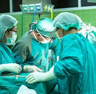 Unos médicos